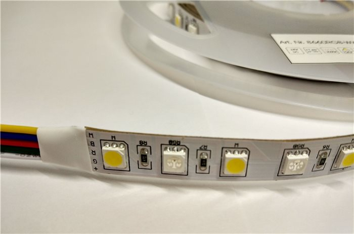 5 Meter LED RGB Warmweiß Band Strip Streifen flexibel 90W IP20 24V Energieeffizienzklasse A+